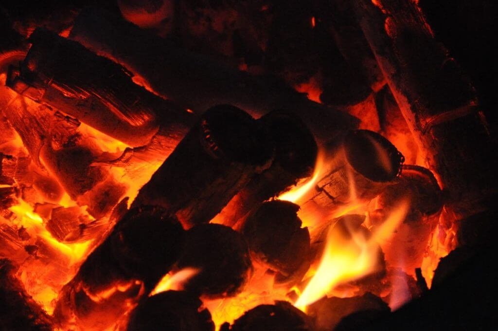 The bamboo sleeves filled with sea salt are burned on a pine fire.